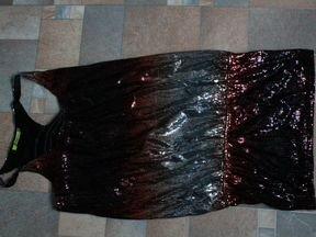 Платье в пайетках, Италия