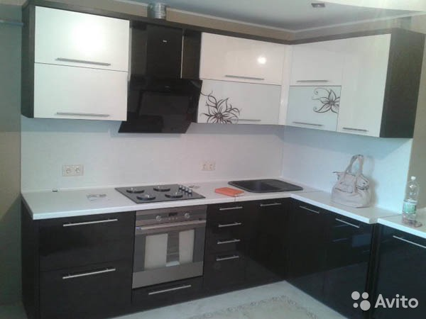 Кухня черно белая глянцевая фото