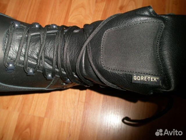 Ботинки с высоким на ногах