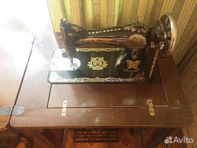 Продам швейную машинку с тумбой