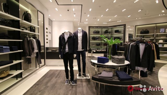 89220004530  Магазин одежды в центре
